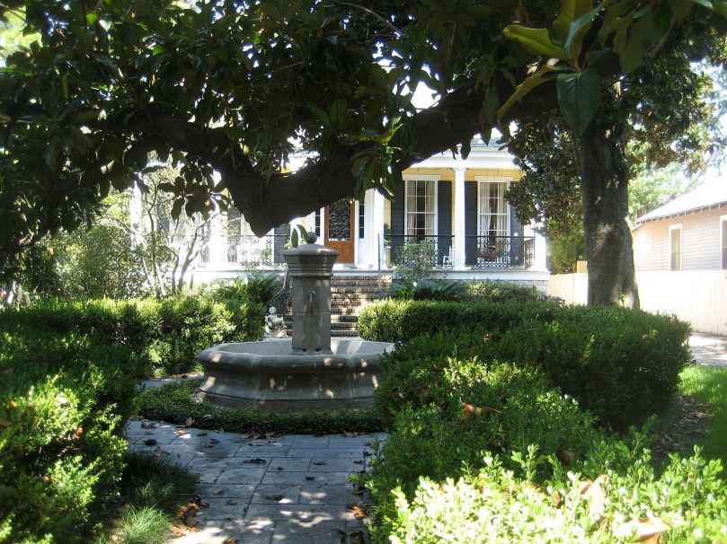 carrollton_ave_front_yard_fountain_aug_2009
